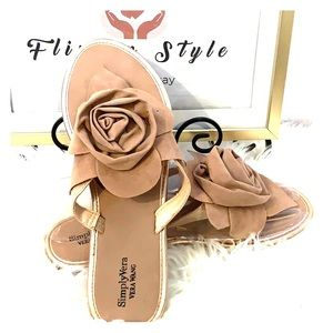 NWOT‼️Simply Vera Suede brown sandals flats Rose